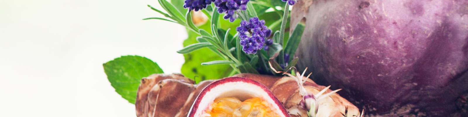 Mit Rote Bete, Topinambur, Kräuter-Gewürzextrakt und Passionsfrucht
